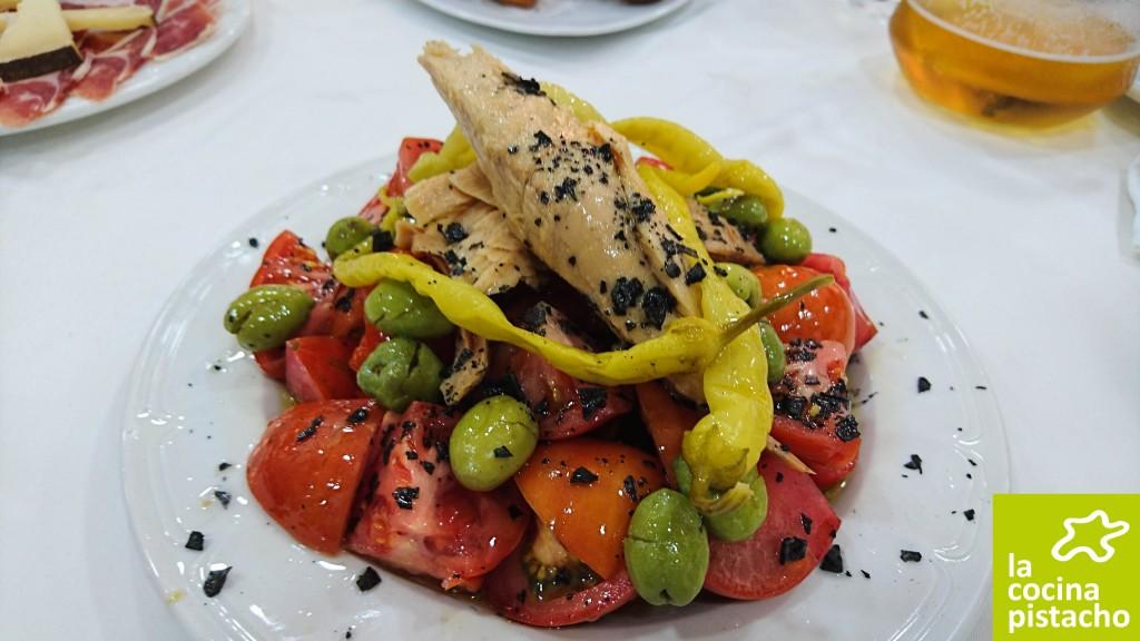 Ensalada de tomate partido con bonito Ortiz